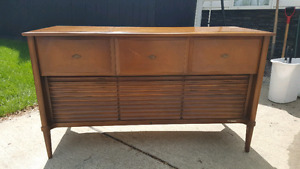 MUST SELL. Vintage RCA Victor radio record player