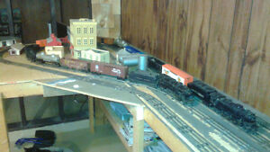 LIONEL TRAIN ENGINES, CARS AND VICTORIAN HOUSES Windsor Region Ontario image 3