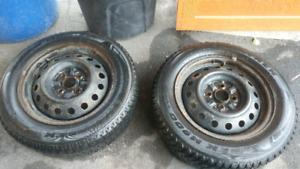 2 bons pneus hiver Maxtrek M900 sur roues acier
