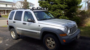 2005 Jeep Liberty Sport Crossover - 4 wheel drive  roof rack