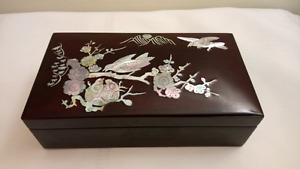 Vintage Mother of Pearl Inlay Lacquer Jewelry Trinket Box