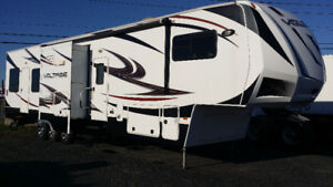 fifthwheel cargo 2012 Voltage V3900 Toy Hauler **FULL ÉQUIPÉE**