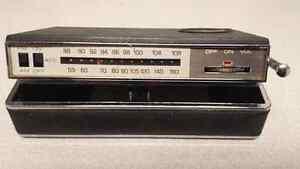 Vintage Zenith Royal c25 pocket radio