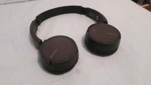 DEAL Sony WH-CH500  headphone + Case