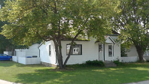 Cozy Home w/Garage, Heated Den, Large Yard. Pets Considered
