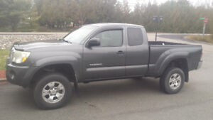 NEW PRICE! Best Offer! 09 Tacoma 2.7 litre,  4x4,  5 spd manual
