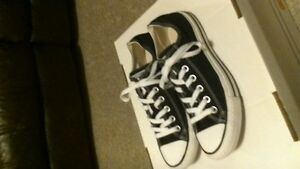Converse black and white size 7 mens 9 womns