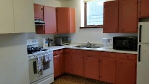Double&Signle Rooms in Downtown Banff for Rent
