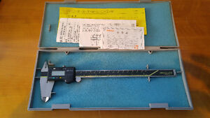 "Mitutoyo 8"" digital caliper 500-197 Absolute Digimatic"