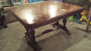 Dining Room Table with 6 Chairs and 2 inserts London Ontario image 1