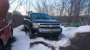 Parting out three 2007 silverados