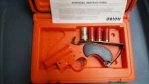 ORION MARINE BOAT MAYDAY SIGNAL Kit Flare Gun Flares + Case