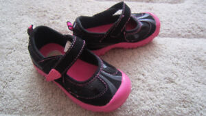 Girls carter's shoes size 7 (2-3 years)