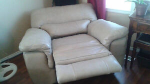 Leather power recliner. Strathcona County Edmonton Area image 3