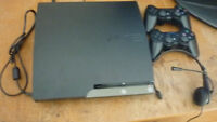 ps3 160 gb  + 2 manette 1 jeu