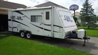 Dutchmen CUB 236 Hybrid travel trailer