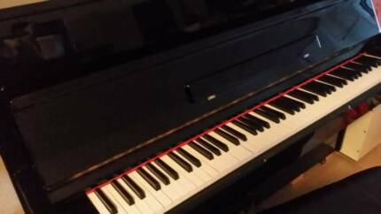 Weinstein & Sons Upright Piano In GOOD Condition