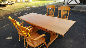 Solid wood dining table & 4 chairs - PENDING