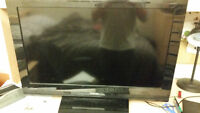 "Toshiba 32"" TV New Bulb!! Comes with remote."