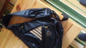 T purse pack