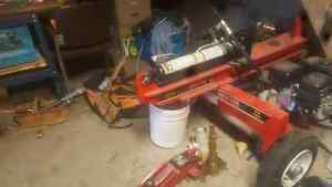 15 ton log splitter.. used 5 times 1000 obo