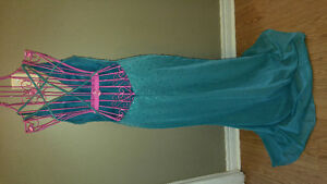 Dresses size 4 and 8 London Ontario image 8