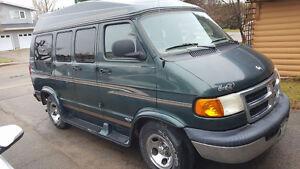 REDUCED 1998 Dodge High Top Travel camper Van