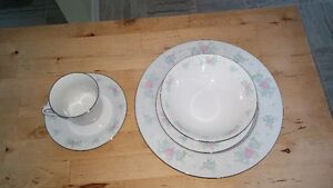 China set - 60 piece - Great condition