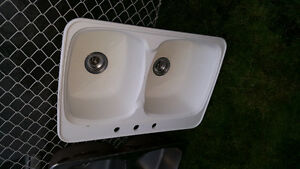 2 sinks - 1 stainless and 1 white composite London Ontario image 3