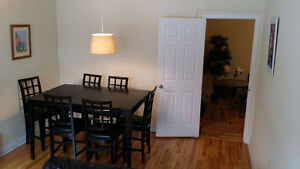 Spacious 2 bedroom apartment downtown - parking option