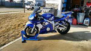 2001 YZF R6  mint and will pass safety no problem