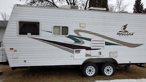 21' with hitch Mallard  travel trailer excellent condition