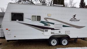 21' with hitch Mallard sport  travel trailer excellent condition