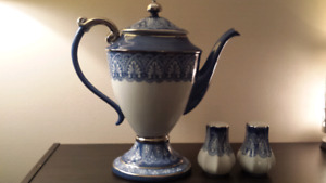 Bombay collectable Teapot and Shakers
