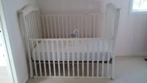 2-in-1 Baby Crib with mattress