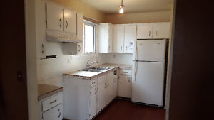 *FORECLOSRE* 3+1 Bed, 1.5 Bath END UNIT,Great FLIP Opportunity!