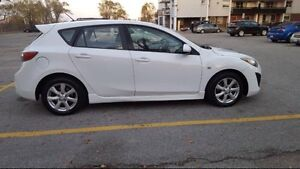 2010 Mazda 3 Sport 2.5L **loaded with safety & etest** Windsor Region Ontario image 3