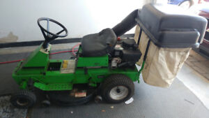 Tondeuse a gazon,tracteur a gazon avec ramassage