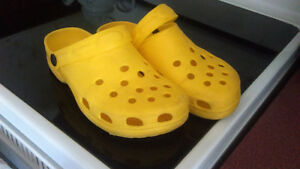 ladies yellow clogs-size 8