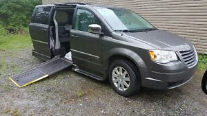 2010 Chrysler Town & Country TOURING FOR HANDICAP IN WHEELCHAIR