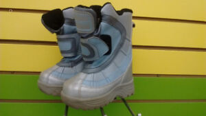 (413A) Girl's Winter Boots - Size 11