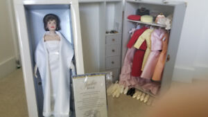 Jackie Kennedy Franklin Mint doll + trunk/accessories