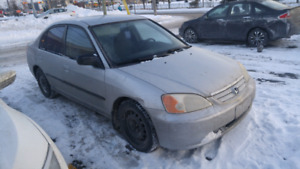 Civic 2002 clean !! 900$$$ nego