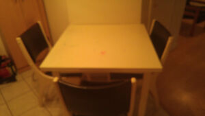 ensemble pour salle à manger : table et chaises