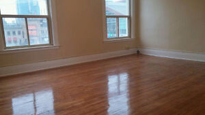 RENOVATED ONE BEDROOM-KING AND TALBOT