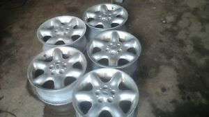 17 inch land rover alloy rims have 5 of them