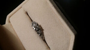 Vintage look white gold diamond ring