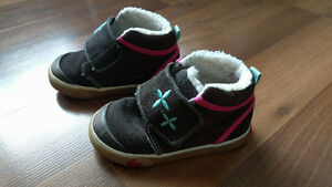 See kai run size 6 sneakers