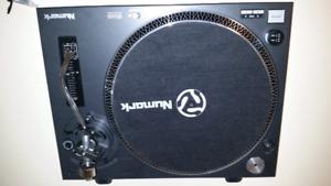 1 brand new Numark DJ Turntables TT250USB