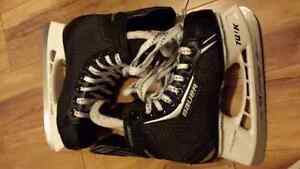 KIDS SKATES SIZE 2  FOR 8 TO 10 YEAR OLD
